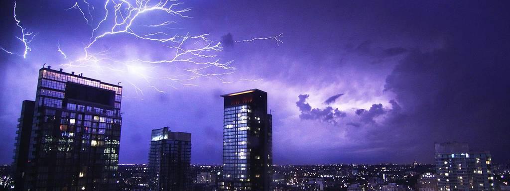 Блискавка: враження та захист об'єктів електричних систем і мереж